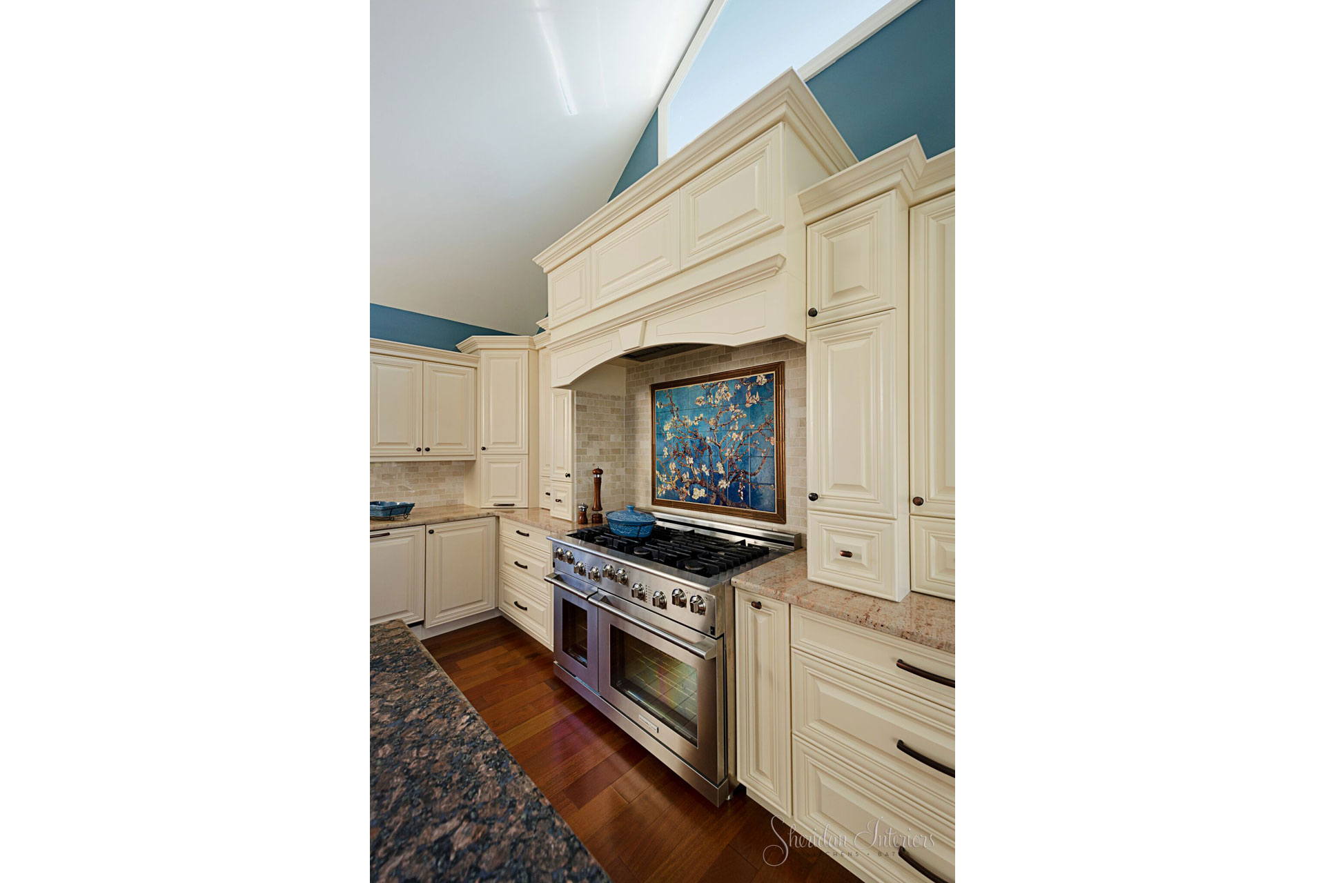 traditional kitchen, decorative painted backsplash, Traditional White Kitchen Cabinet Range Hood - Sheridan Interiors, sheridan interiors kitchens and baths, kitchen designer cornwall, kitchen designer ottawa